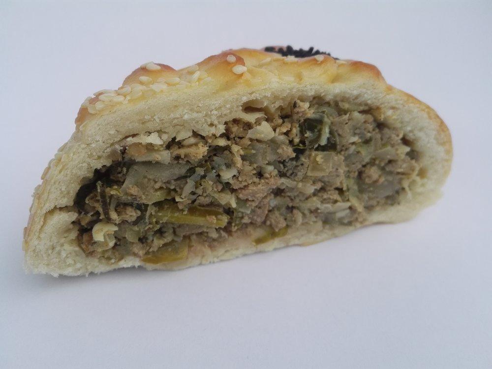 Beef_onion_Russian_pie_1.jpg