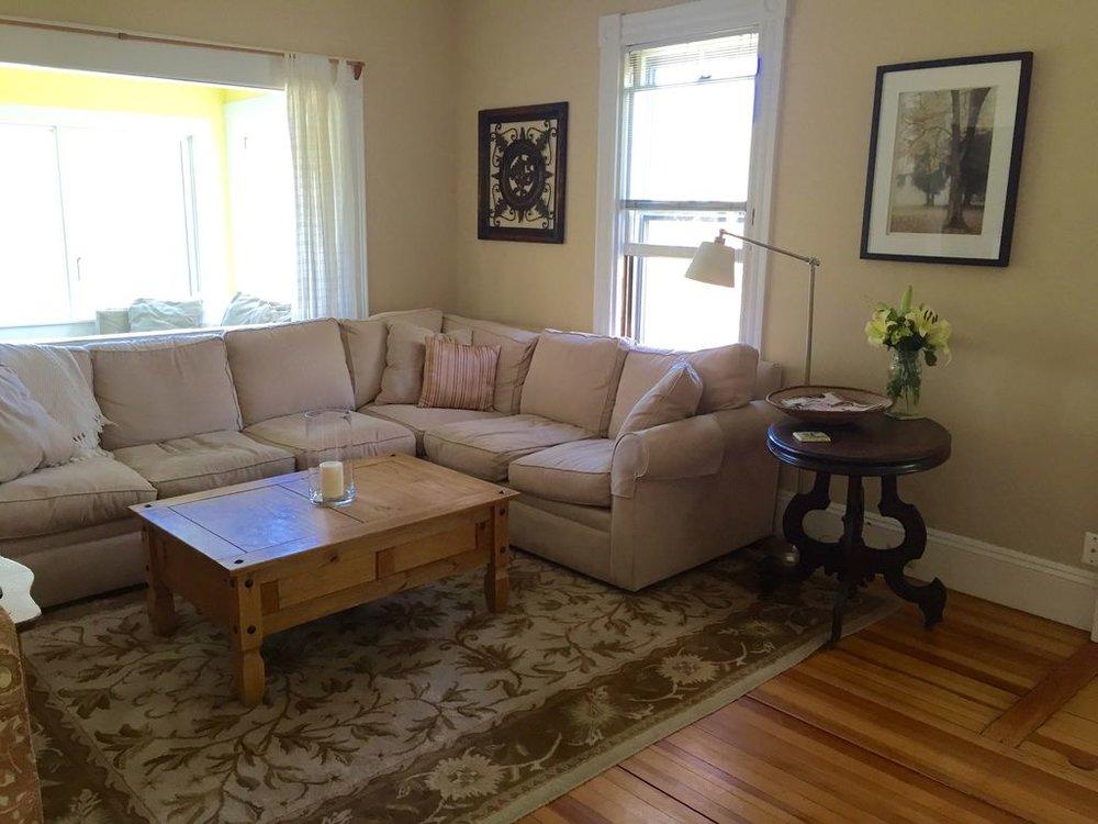 Main House: Spacious Living Room