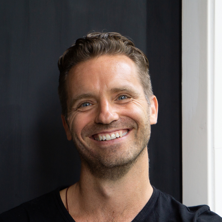 Steve Cope    Steve is a teacher with 10 years of global experience. He holds classes and retreats in meditation and compassion practice and is particularly passionate about using technology to support meditation practice in all situations.