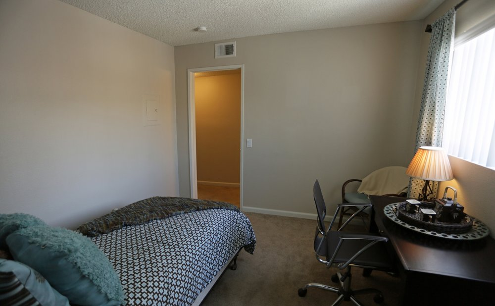 aventerra-apartments-fontana-ca-townhouse-3rd-bedroom.jpg