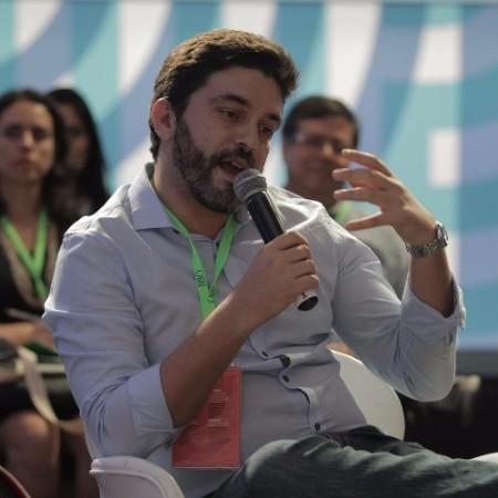 Bruno Gomes - Sociólogo pela Sorbonne e mestre em geopolítica, com formações no Canadá e na Austrália. Tem 12 anos de experiência em projetos de desenvolvimento territorial e na articulação de parcerias envolvendo empresas, poder público e sociedade-civil.LinkedIn