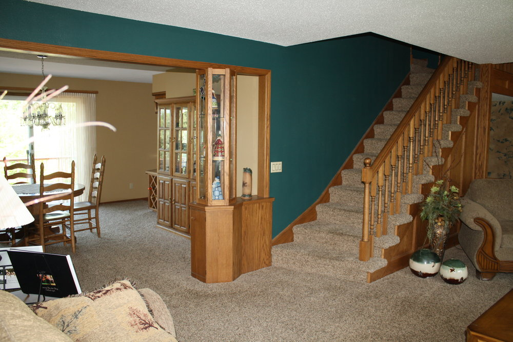 King living dining stairs to 2nd floor.JPG