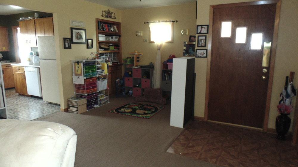 Front Door -living room.JPG