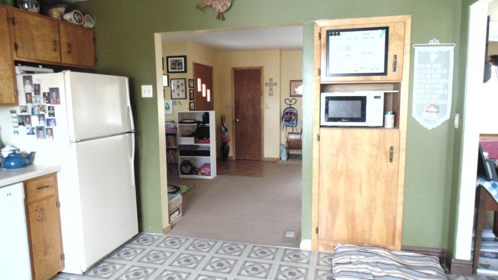 Kitchen - Looking to Front Door.JPG