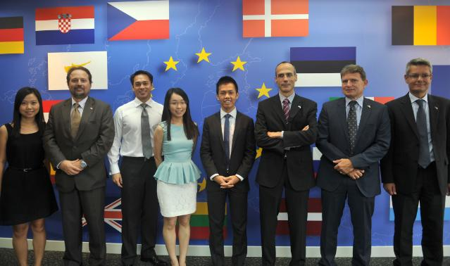 negotiators after the signing of the eu-singapore free trade deal in 2013 (photo by mohd fyrol, source: european commission audiovisual service)