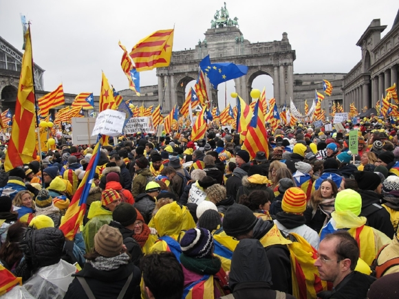 protest in favor of catalonian independence in brussels. photo credit joan ribot mundet, accessed via wikimedia commons.