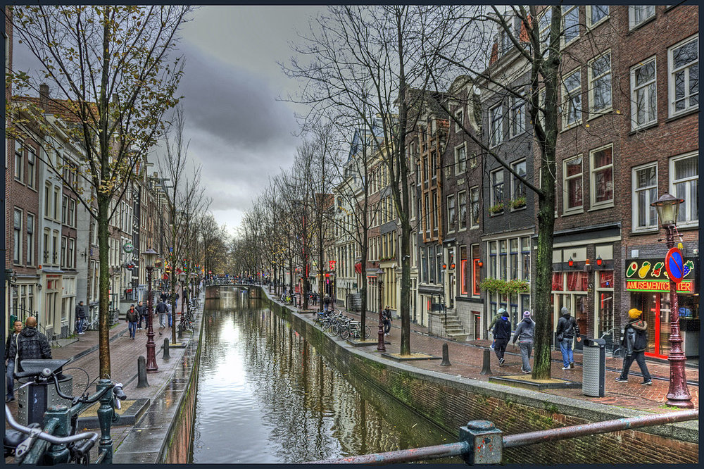 Amsterdam's Red Light district by day (photo credit Bert K., accessed via Wikimedia Commons)