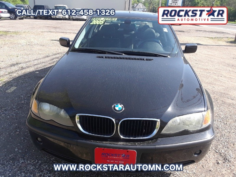 Front of 2005 BMW 3-Series 325 IS