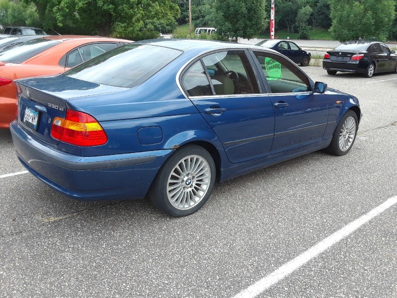 Side of 2002 BMW 3-Series 330xi 4dr Sdn AWD