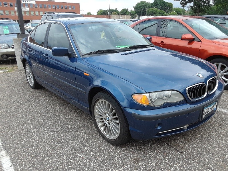 Front of 2002 BMW 3-Series 330xi 4dr Sdn AWD