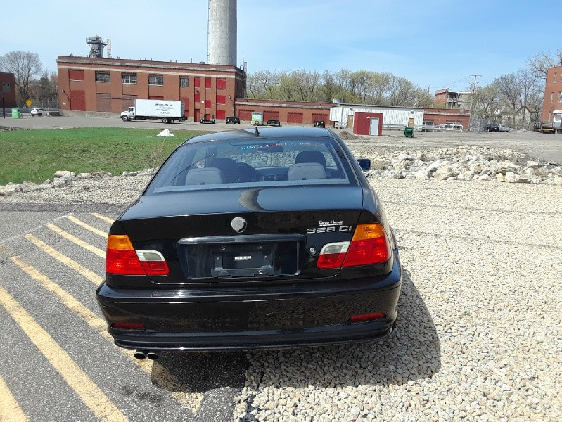 Back of 2000 BMW 3-Series 328Ci 2dr Cpe