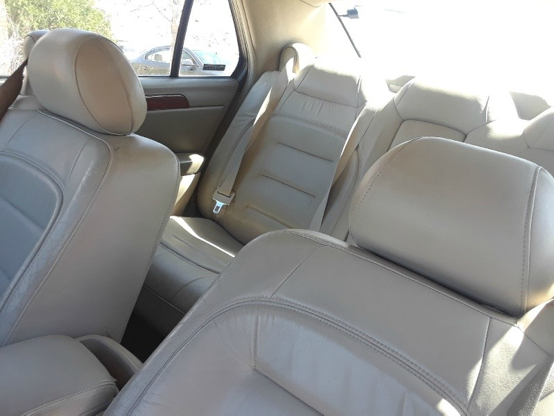 Interior of 2001 Cadillac DEVILLE