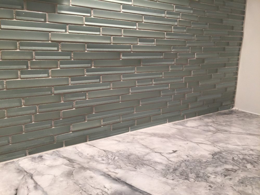 b marble and green backsplash.JPG