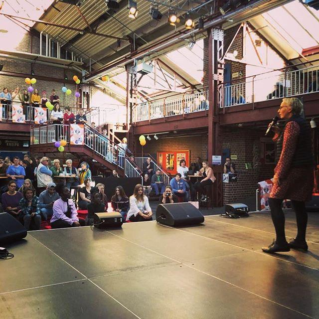 Offizielle Eröffnung des Herbert 2019 durch die Kulturdezernentin der Stadt Herne, Gudrun Thierhoff.  #herbertherne #flottmann #bühne #luftballons #eröffnung #herne #hernecity @stadtmarketing_herne