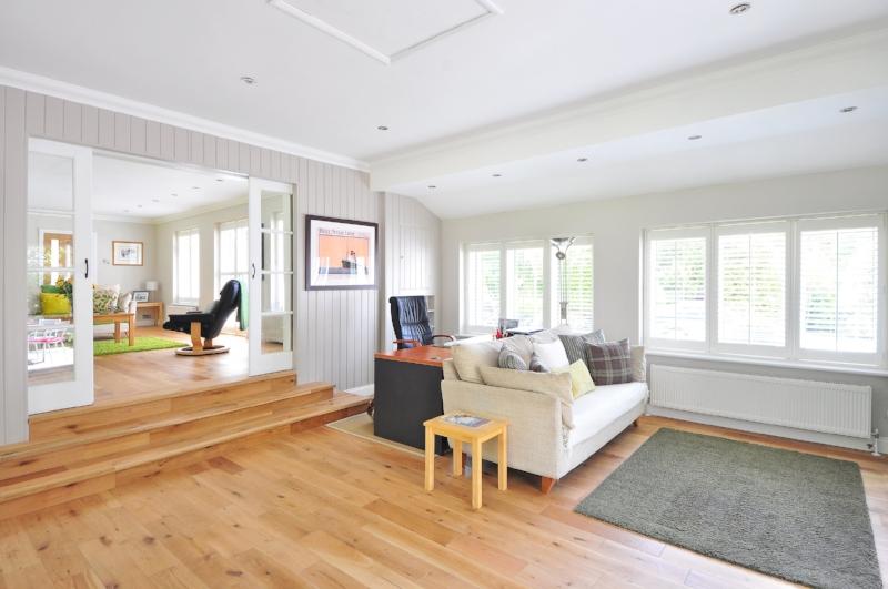 laminate floor in apartment.jpg