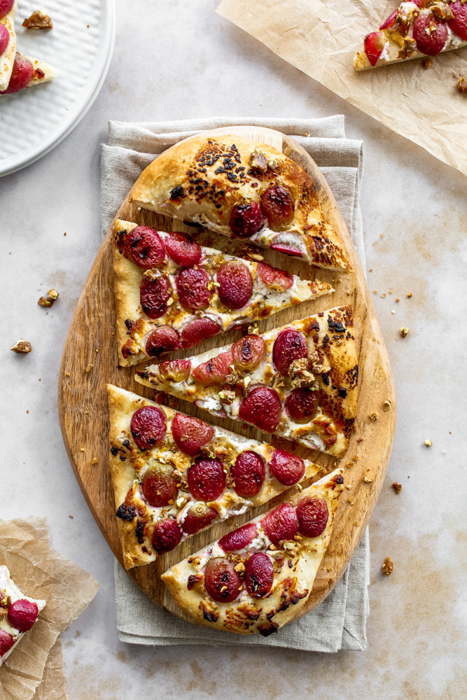 Roasted Grape & Goat Cheese Flatbread | www.mackenziemjordan.com