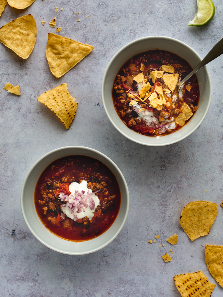 Beef & Black Bean Chili with Chipotle Peppers | www.mackenziemjordan.com
