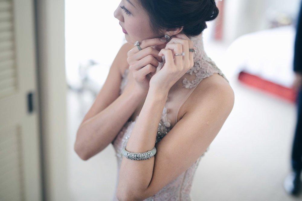 Sherlyn Chan putting on her Choo Yilin bridal jewellery and Si Dian Jin