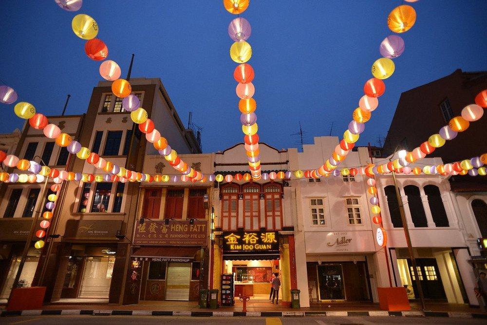 Chinatown Singapore (image credit above: livinginsingapore.org)