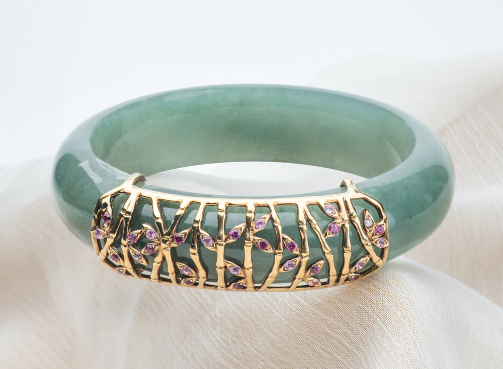 The Sophisticated - Bamboo forest jade bangleA tad more demanding than The Classics, The Sophisticated is not easily satisfied. These individuals are not only dressed elegantly, they are also connoisseurs big on luxury and heritage. The intricate weaves of the bamboo motifs give the classy and modern touch to the bangle while the symbolism of bamboo truly embodies one who is strong and unwavering.