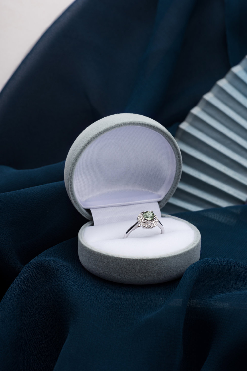 180921_Engagement-Ring_Sapphire_Flat-Lay-1671.jpg