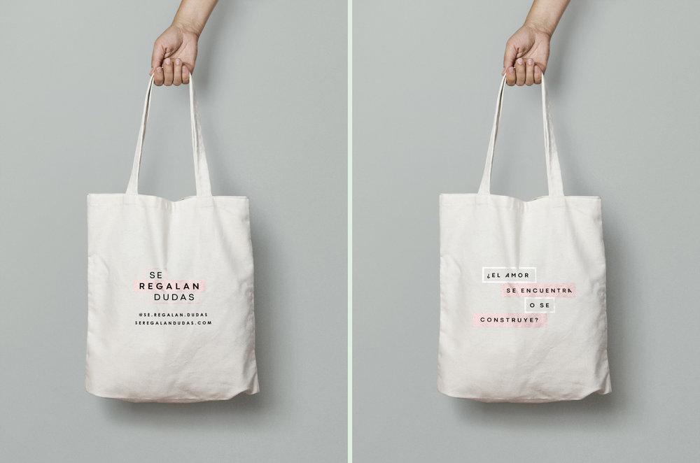 Bolsa Ecológica, Se Regalan Dudas con frase en rosa palo:    ¿El amor se encuentra o se construye ?