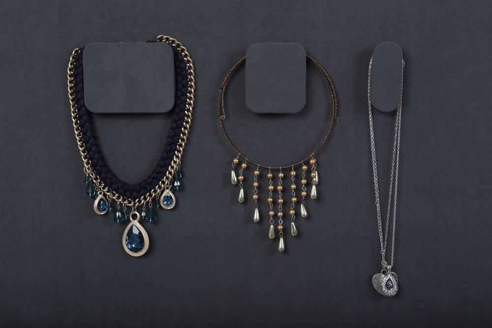 Magnetic Necklace Holder -