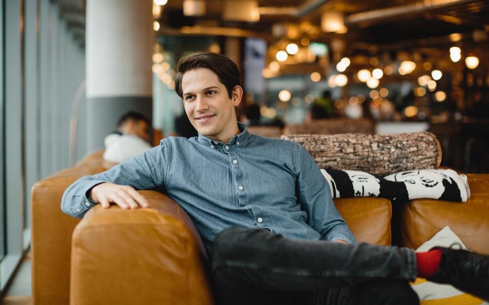 Digitaler Besserwisser - Max Koziolek ist mit seinem Start-up spectrm einer der Pioniere der Messenger-Kommunikation. Im Interview mit bsa verrät der Gründer, wie er Nachrichten im Netz revolutionieren will – und wie man heute ein digitales Produkt entwickelt.>> Lesen