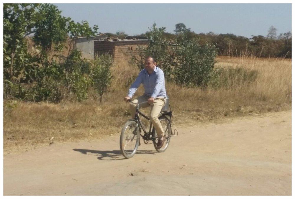 Jacques op fiets.jpg