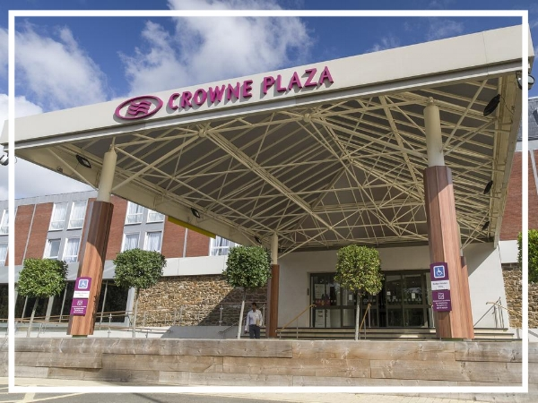 Crowne Plaza Stratford-upon-Avon - 4* City Centre HotelA great base for exploring the sights of Shakespeare's birthplace, Crowne Plaza Stratford upon Avon is centrally located sitting right on the banks of the river. It has vast conference facilities with 12 meeting rooms, the largest of which accommodating up to 550 delegates.