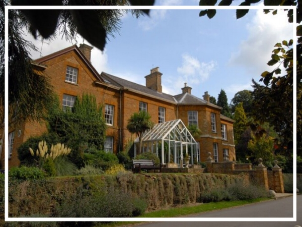 Sedgebrook Hall - 4* HotelLocated at the heart of the beautiful Northamptonshire countryside, Sedgebrook Hall blends Victorian heritage with modern comfort to accommodate any type of away day! Boasting 23 meeting rooms, 102 bedrooms and landscaped lawns ,this is a great event location!
