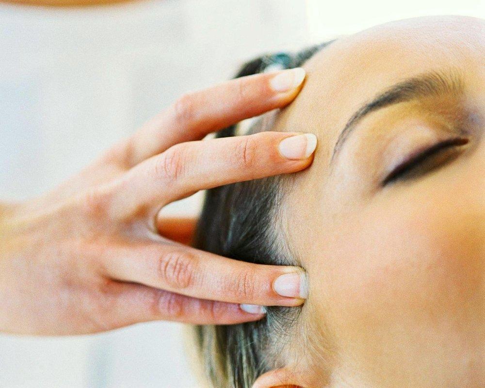 Massage tete - Massothérapie Zeina Raya
