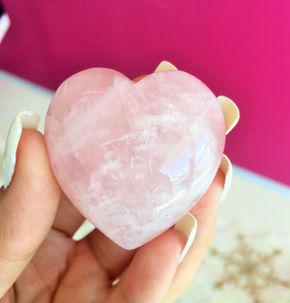 Quartz rose  - Vertus des cristaux - Lithothérapie Zeina Raya.jpg