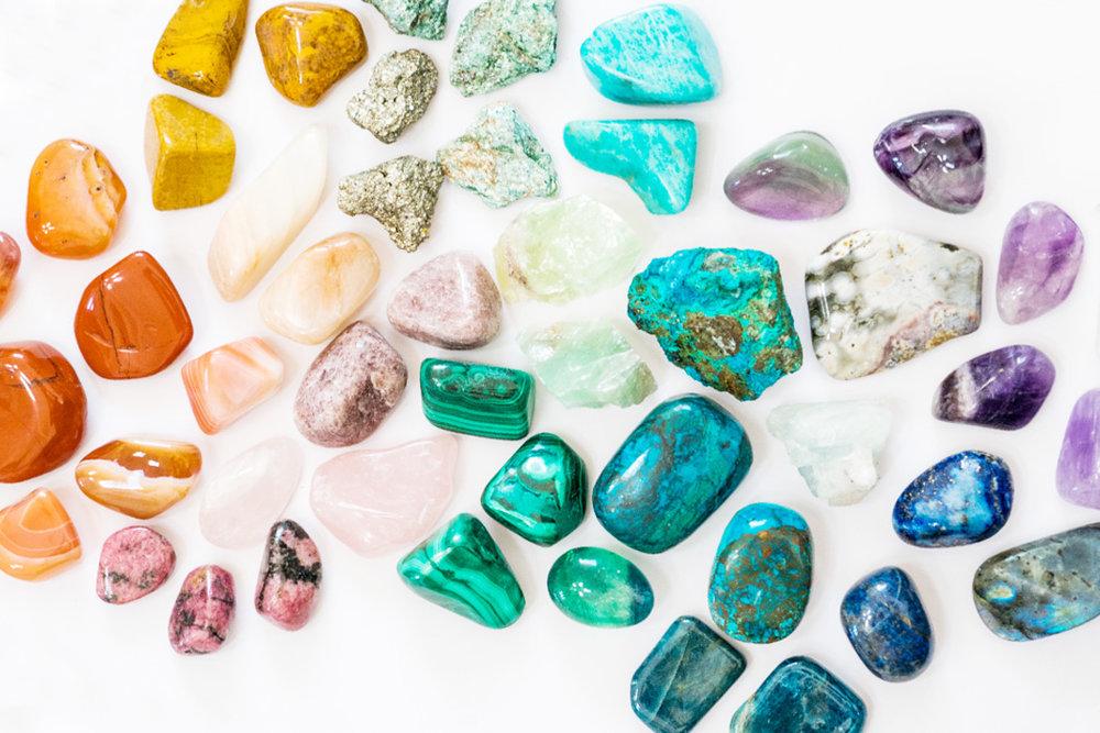 Équilibre des chakras - cristaux, lithothérapie - Massothérapie Naturopathie Zeina Raya