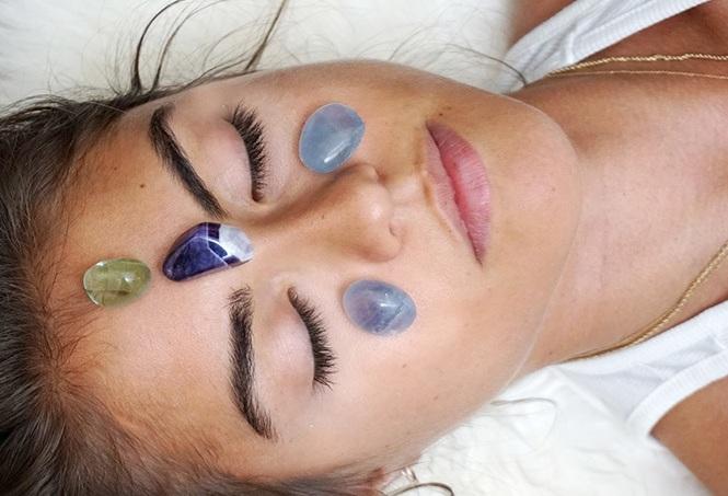 Equilibrer+les+chakras+-+cristaux+-+reiki+-+Massoth%C3%A9rapie+Naturopathie+Zeina+Raya