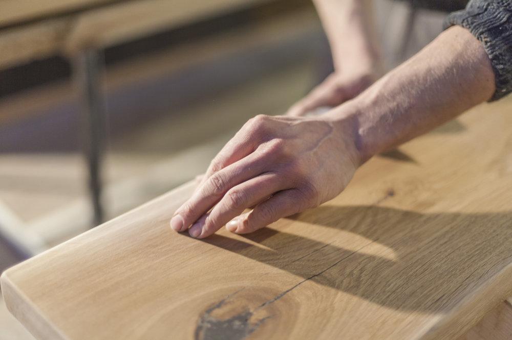 Echtholz-Bearbeitung-für-das-Massivholzbett