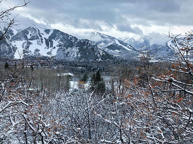 Winter came back to say Bonjour! . Exactly 4 weeks until Lead With Love France with @yogaruparodstryker and @gretchenbleiler in Beaune. But until then we are enjoying the late season snow in @aspensnowmass @aspenco . 📷by @p.hans.ward