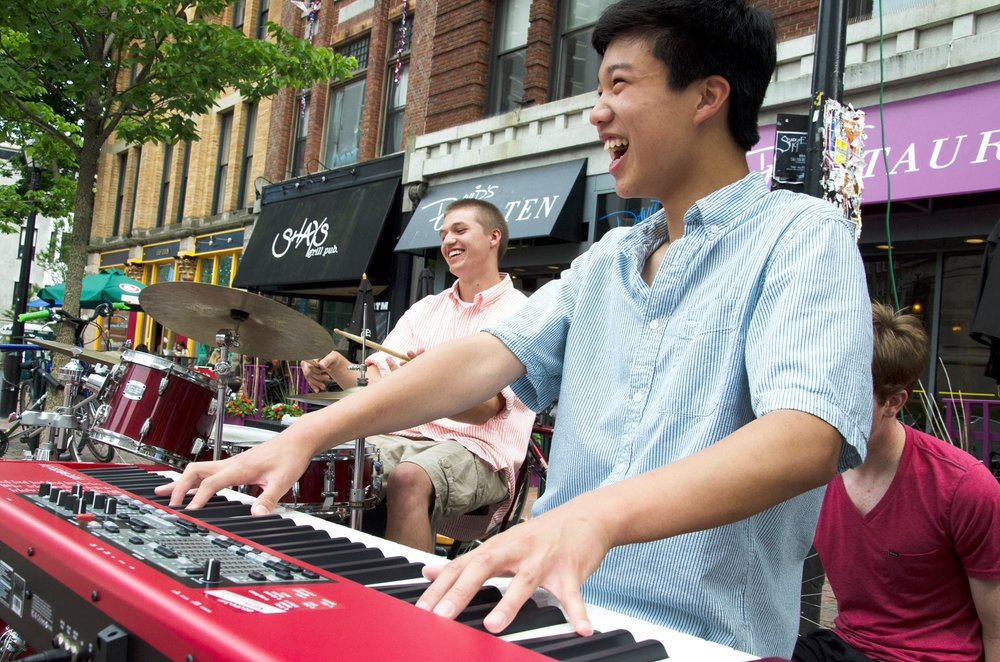 street singers on keyboard in Monument Square