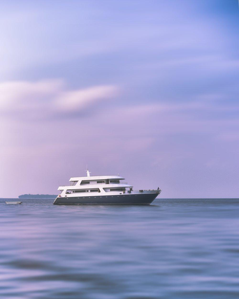 yacht saffu-262382-unsplash.jpg