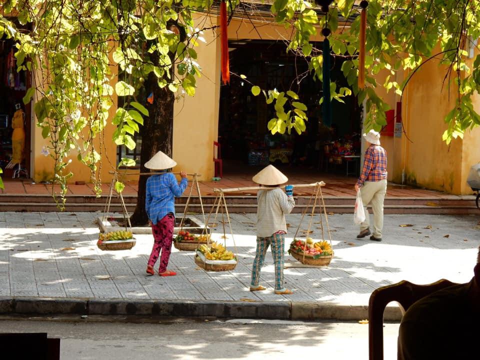 Vietnamiti mercato Viaggio Holiram.jpg