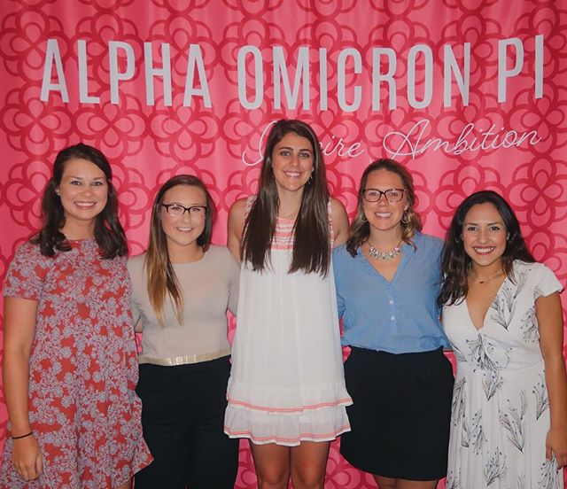 Our girls had a great weekend at Leadership Institute 2018! Last night we took home SIX awards, and could not be more proud! Our President Nathalie received the Collegiate Woman of the Year Award and there is no one more deserving! #aoiili2018 ❤️🌹