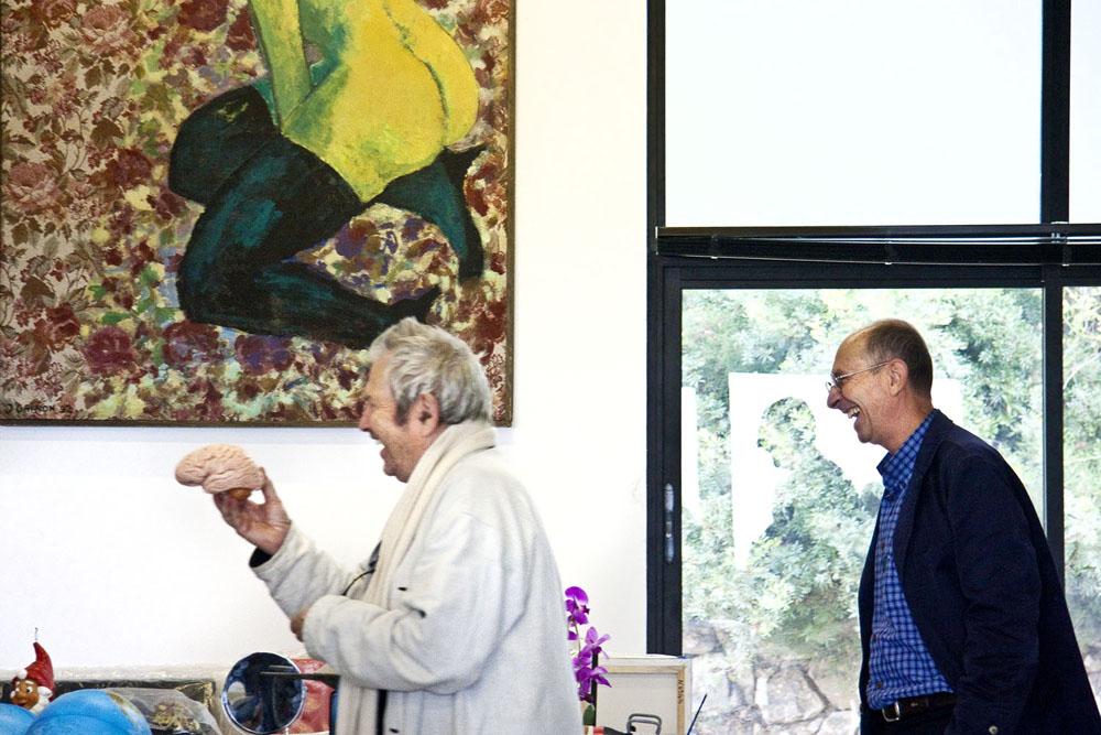 "Nice artist BEN jokes with Professeur Robert about ""the brain"""