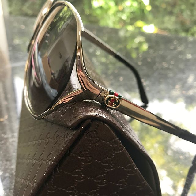These 🕶 beauties are for sale. An impulse buy that are just wrong for this particular face. This is why you should always sleep on it when investing in a luxury item 😔  Silver metal frames, black gradient lenses, UV protection 2. Listed on DW. See bio for link. You are welcome to pop in to Carousel to try them on and buy them in person too - this would cut a bit off the asking price too as additional fees and courier would be skipped.