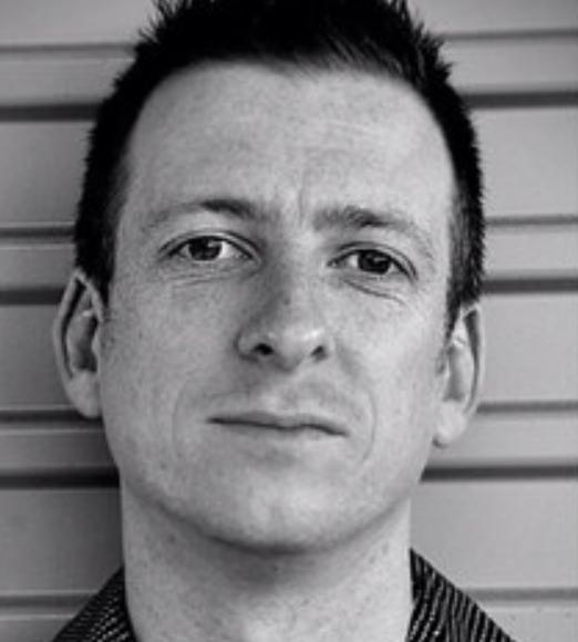 Lachlan MacDowall - Lachlan MacDowall es un artista e investigador cultural en el Centro para las Asociaciones Culturales en la Facultad de Victorian College of Arts y en el Conservatorio de Música de la Universidad de Melbourne. Sus áreas de investigación incluyen la historia y la estética del graffiti, la ciudad creativa, y la creación del arte basada en la comunidad. Ha publicado múltiples trabajos sobre el graffiti, el arte callejero, y la creatividad urbana, incluso como colaborador de dos libros sobre el graffiti australiano. También es investigador principal en un proyecto de tres años financiado por ARC, que examina la evaluación efectiva de proyectos de arte basados en la comunidad, en colaboración con el Consejo Australiano de las Artes y la Universidad RMIT en Melbourne, Australia.