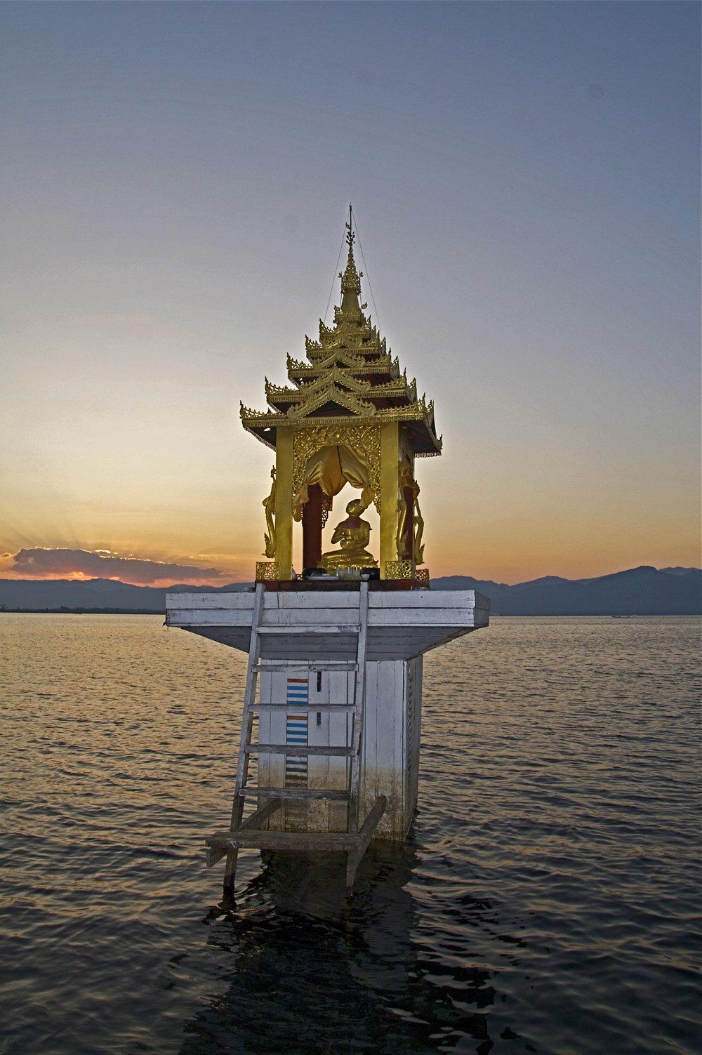 Shin O Pagot Inle Lake, Burma.jpg