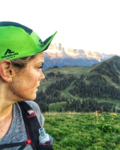 Episode 38: Hilary Spires - Hilary Spires is 32 from Vancouver, British Columbia. She is the owner of Rugged Conditioning and host of the Trail Women Running Podcast. Before she became a trail runner she was hockey player who played in the NCAA and NWHL, she also MMA fighting.She eventually discovered trail running and since then has put together her athletic knowledge with the fun of being in the trails. She has performed well at trail races:5th place in the Swiss Peaks 90km2nd female overall Mec50km1st female overall tenderfoot Boogie 50mile2nd female overall Whistler 50miles2nd female overall Foretrails Phantom Run 19km4th female Buckin Hell 50kmLast year she decided to needed to give back to athletics for all they have done for her and decided to run 100miles to raise money for Kidsport. She tried to raise 10 grand in 3 months and they ended up with one $11 000 dollars. It was totally amazing! Check Hilary's podcast and coaching here
