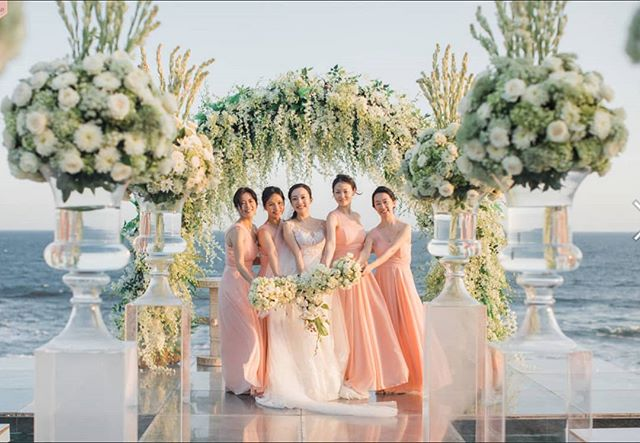 #weddingbali #poolwedding #weddingstyle #weddinginbali #weddingflowers