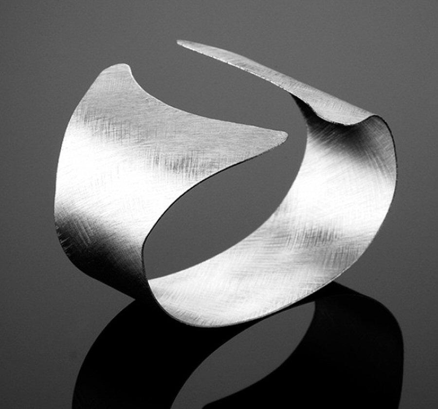 040026-Silver-Ash-Bangle-20090814-01.jpg