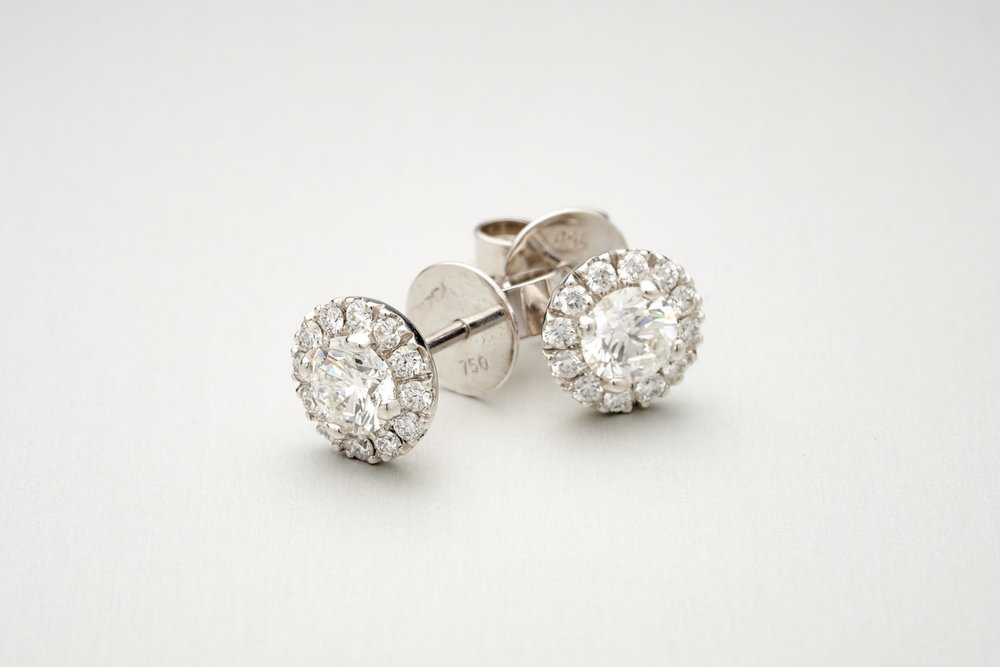Bunda Valentin Diamond Studs