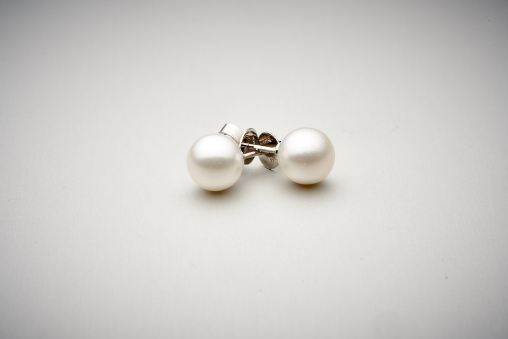 BUNDA Akoya Pearl Stud Earrings